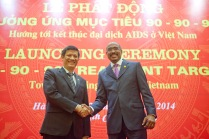 UNAIDS Executive Director Michel Sidibé and Deputy Minister of Health Nguyen Thanh Long
