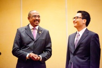 UNAIDS Executive Director Michel Sidibé and Deputy Prime Minister and Chair of the National Committee for AIDS, Drugs and Prostitution Prevention and Control Vu Duc Dam