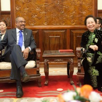 UNAIDS Executive Director Michel Sidibé and Vice President Nguyen Thi Doan